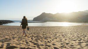 Atardecer Playa de las teresitas en Tenerife